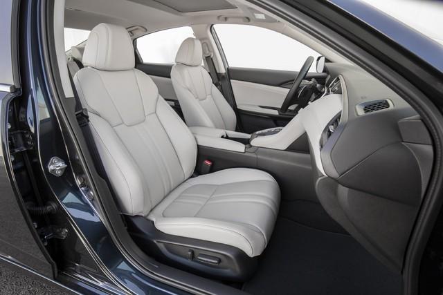 Nằm giữa Civic và Accord, Honda Insight 2019 chỉ ăn xăng 4,2 lít/100 km - Ảnh 8.