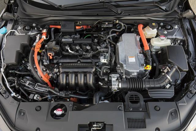 Nằm giữa Civic và Accord, Honda Insight 2019 chỉ ăn xăng 4,2 lít/100 km - Ảnh 1.