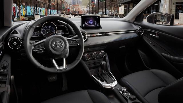 Sau Corolla hatchback, Toyota tung ra Yaris sedan phiên bản mới - Ảnh 2.