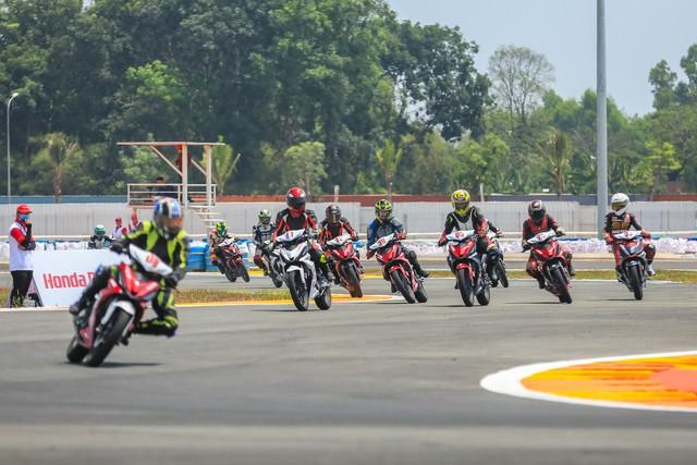 Honda Việt Nam khởi động giải đua mô tô cúp vô địch quốc gia 2018 - Ảnh 1.