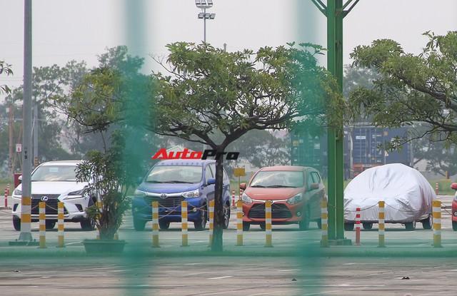 Có gì tại sân xe nhập trong đại bản doanh của Honda, Toyota Vĩnh Phúc? - Ảnh 9.
