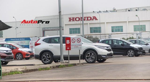 Có gì tại sân xe nhập trong đại bản doanh của Honda, Toyota Vĩnh Phúc? - Ảnh 4.