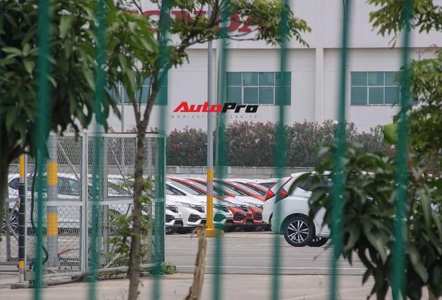 Có gì tại sân xe nhập trong đại bản doanh của Honda, Toyota Vĩnh Phúc? - Ảnh 10.