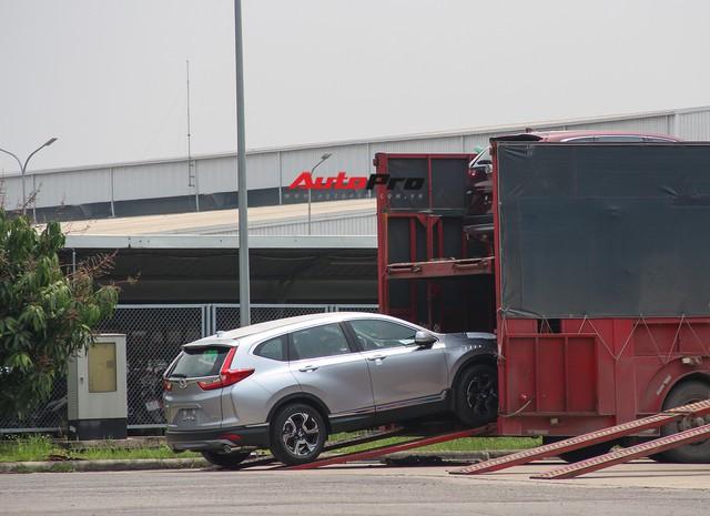 Có gì tại sân xe nhập trong đại bản doanh của Honda, Toyota Vĩnh Phúc? - Ảnh 3.