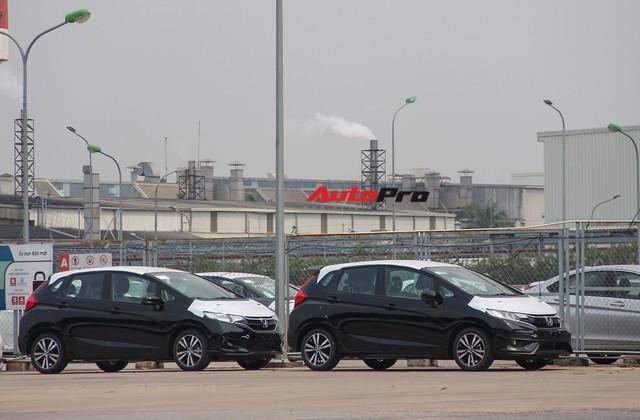 Có gì tại sân xe nhập trong đại bản doanh của Honda, Toyota Vĩnh Phúc? - Ảnh 2.