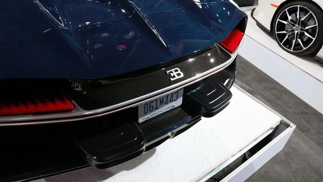 Vì sao Bugatti Chiron tại Mỹ phải gắn thêm chi tiết xấu xí này? - Ảnh 2.