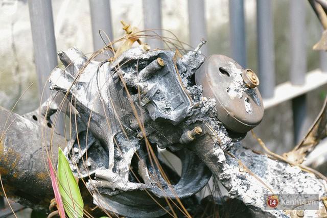 Hàng trăm xe máy, ô tô hạng sang bị cháy trơ khung tại chung cư Carina được kéo ra ngoài bán sắt vụn - Ảnh 19.