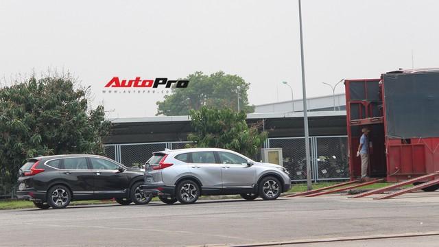 Có gì tại sân xe nhập trong đại bản doanh của Honda, Toyota Vĩnh Phúc?