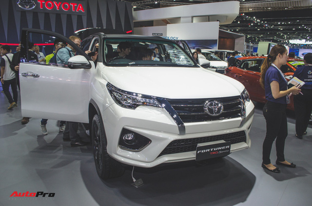 Chi tiết Toyota Fortuner TRD Sportivo 2018 vừa ra mắt - Ảnh 2.