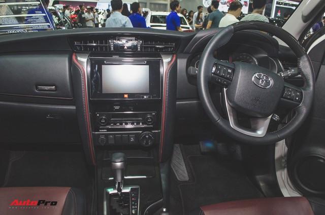 Chi tiết Toyota Fortuner TRD Sportivo 2018 vừa ra mắt - Ảnh 6.