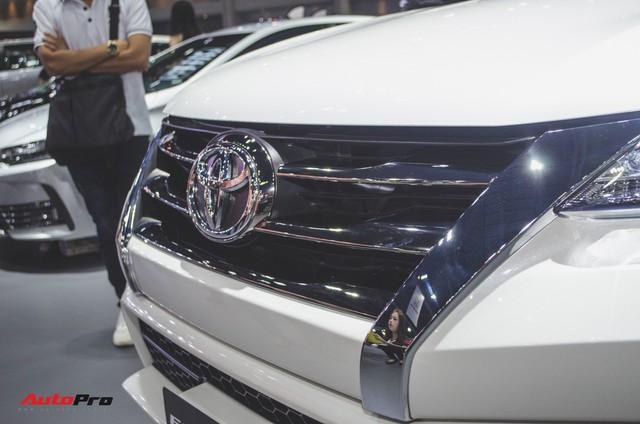 Chi tiết Toyota Fortuner TRD Sportivo 2018 vừa ra mắt - Ảnh 4.