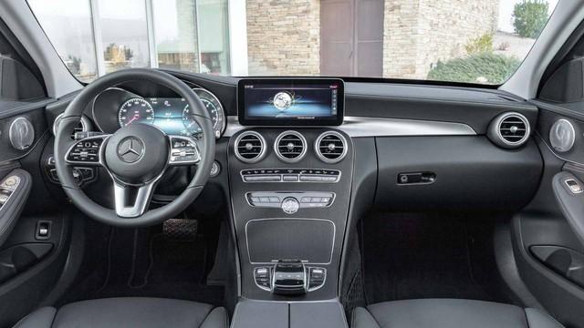 Tại sao Mercedes-Benz C-Class không được trang bị hệ thống MBUX mới? - Ảnh 1.