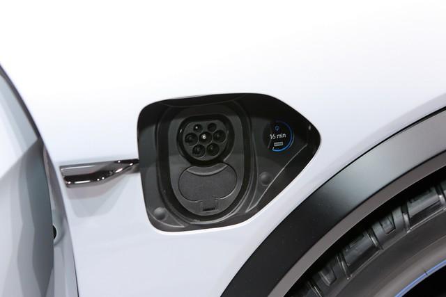 Porsche Mission E Cross Turismo: Hòa trộn hiệu suất và tiện dụng - Ảnh 7.