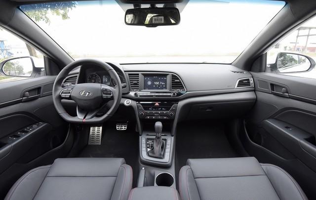Những mẫu xe cùng tầm giá 758 triệu như Honda Civic 1.8E tại Việt Nam - Ảnh 10.