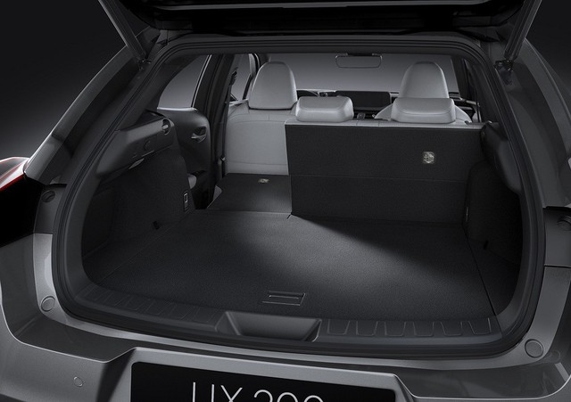 Lexus UX - Câu trả lời của người Nhật với BMW X1 - Ảnh 5.