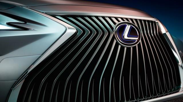 """Lexus chính thức nhá hàng đối thủ của """"Mẹc E"""""""