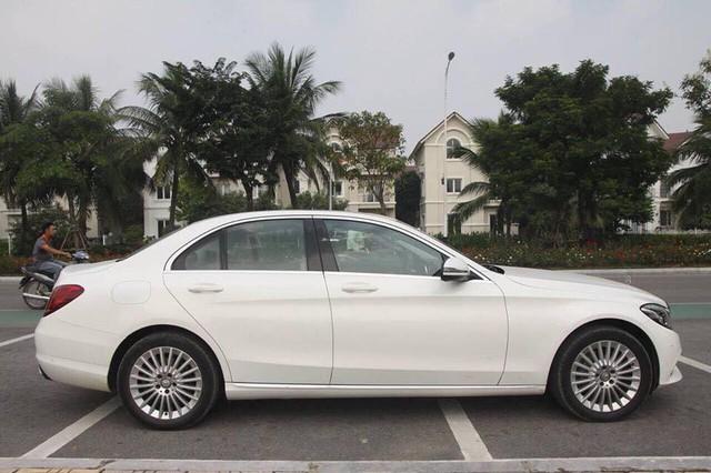 Mercedes-Benz C250 Exclusive 2015 độ trần sao kiểu Rolls-Royce được bán lại giá hơn 1,2 tỷ đồng - Ảnh 2.