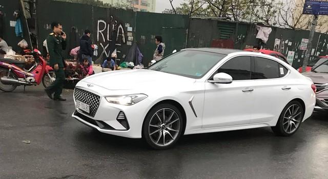 Cạnh tranh Mercedes-Benz C-Class, Genesis G70 được chào giá 1,7 tỷ đồng - Ảnh 1.