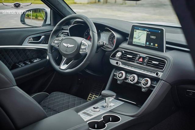Cạnh tranh Mercedes-Benz C-Class, Genesis G70 được chào giá 1,7 tỷ đồng - Ảnh 2.
