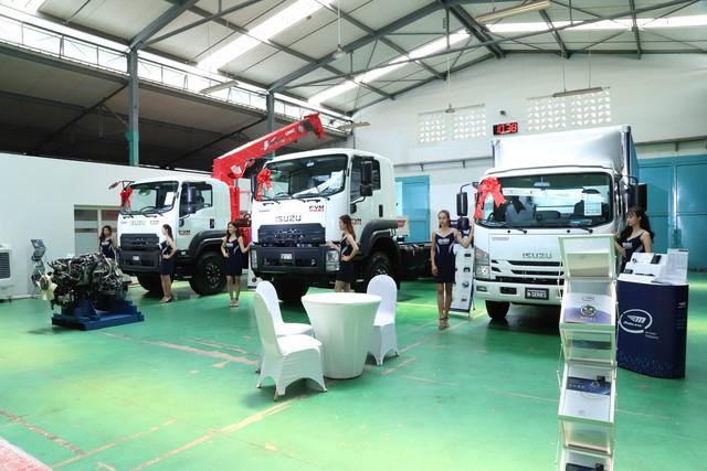 Isuzu trang bị cảm biến, camera lùi và cả động cơ chuẩn khí thải Euro 4 cho xe tải - Ảnh 4.
