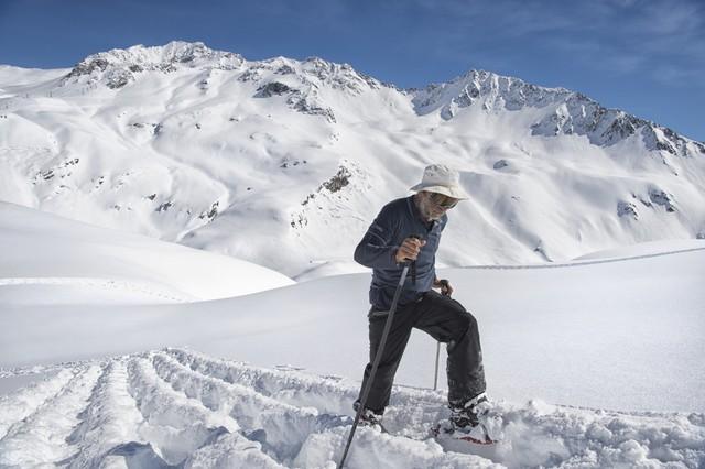 Người đàn ông bước 20.894 trên tuyết để vẽ hình Land Rover - Ảnh 2.