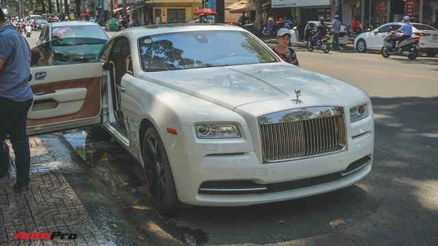 """Ông trùm cafe Trung Nguyên bán Rolls-Royce Wraith """"mất tai"""" ra showroom"""