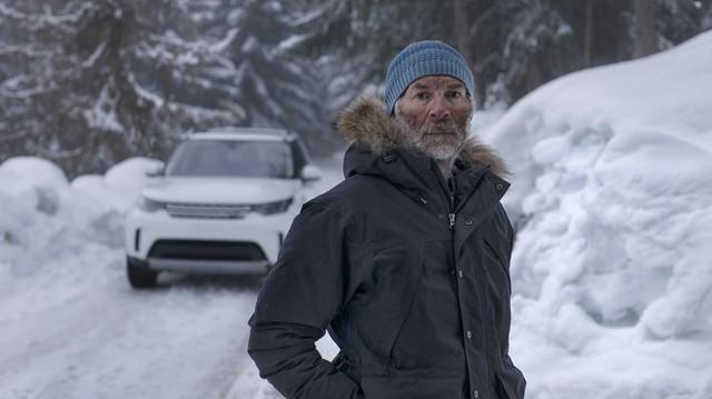 Người đàn ông bước 20.894 trên tuyết để vẽ hình Land Rover