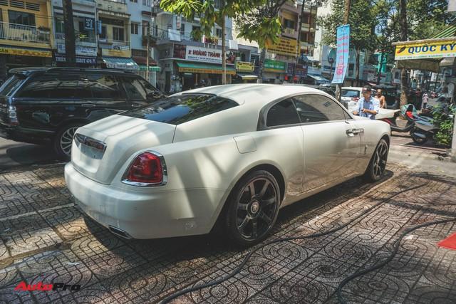 """Ông trùm cafe Trung Nguyên bán Rolls-Royce Wraith """"mất tai"""" ra showroom - Ảnh 7."""