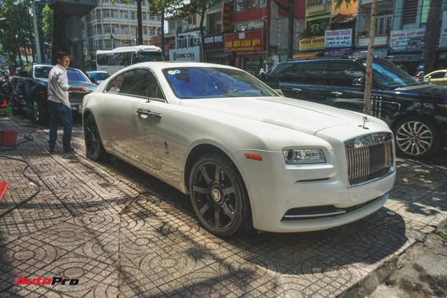 """Ông trùm cafe Trung Nguyên bán Rolls-Royce Wraith """"mất tai"""" ra showroom - Ảnh 1."""