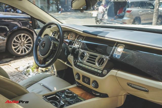 """Ông trùm cafe Trung Nguyên bán Rolls-Royce Wraith """"mất tai"""" ra showroom - Ảnh 9."""