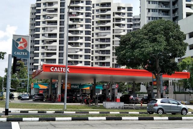 Vào cây xăng hô đầy bình nhưng chỉ trả 10 USD, thanh niên lái BMW bị cả Singapore truy lùng - Ảnh 2.