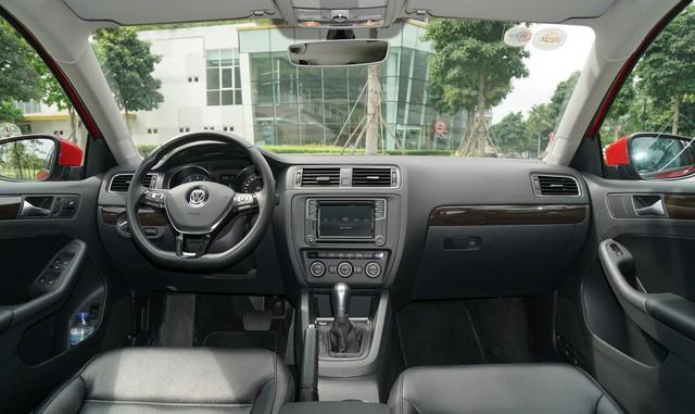 Cạnh tranh Honda Civic, xe nhập khẩu Volkswagen Jetta giảm giá 100 triệu đồng - Ảnh 2.