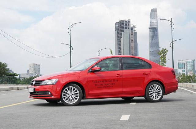 Cạnh tranh Honda Civic, xe nhập khẩu Volkswagen Jetta giảm giá 100 triệu đồng - Ảnh 1.