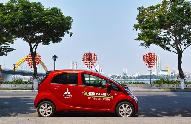 Xe điện bắt đầu lăn bánh thử nghiệm tại Việt Nam - Ảnh 1.
