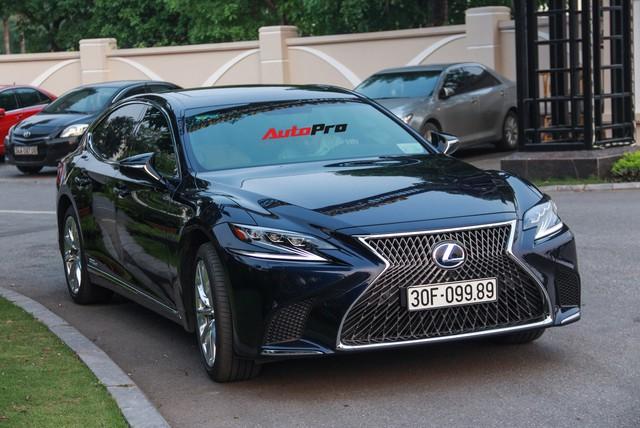 Sedan hạng sang Lexus LS500h 2018 hơn 8,3 tỷ đồng trên phố Hà Nội - Ảnh 1.