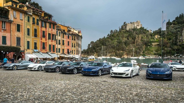 Nhiều tiền đến đâu, bạn cũng không thể tham gia tour du lịch xuyên châu Âu cùng đoàn Ferrari này