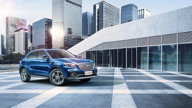 Đây là SUV dành cho người không đủ tiền mua Mercedes và thích hát karaoke trên xe - Ảnh 1.
