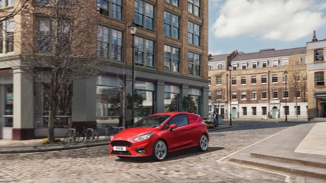 Ford Fiesta Sport Van: Thể thao kết hợp thực tiễn - Ảnh 1.
