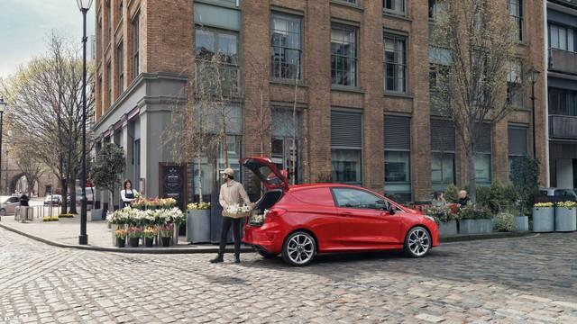 Ford Fiesta Sport Van: Thể thao kết hợp thực tiễn - Ảnh 4.