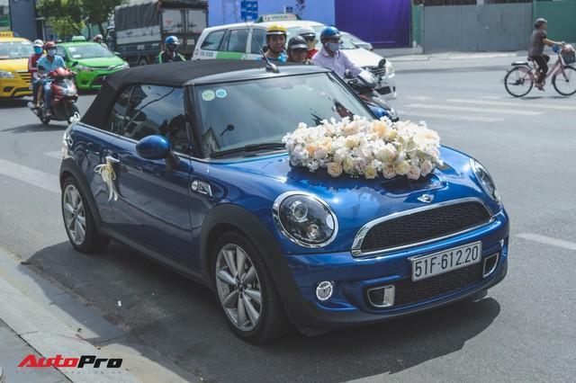Đám cưới lạ lùng tại Sài Gòn: MINI Cooper rước dâu, Rolls-Royce Ghost và Porsche Boxster chỉ làm nền - Ảnh 1.