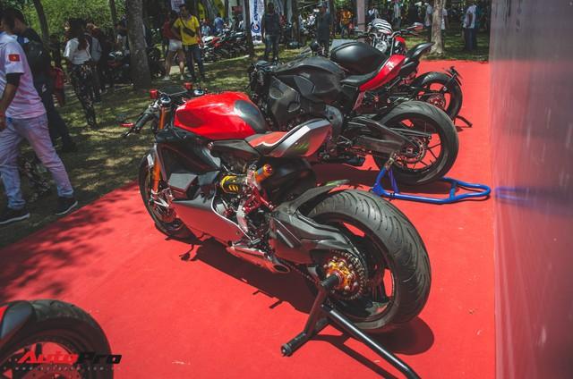 Tay chơi Việt biến Ducati Panigale 1199 S Tricolore hàng hiếm thành cafe racer kiểu hiện đại - Ảnh 1.