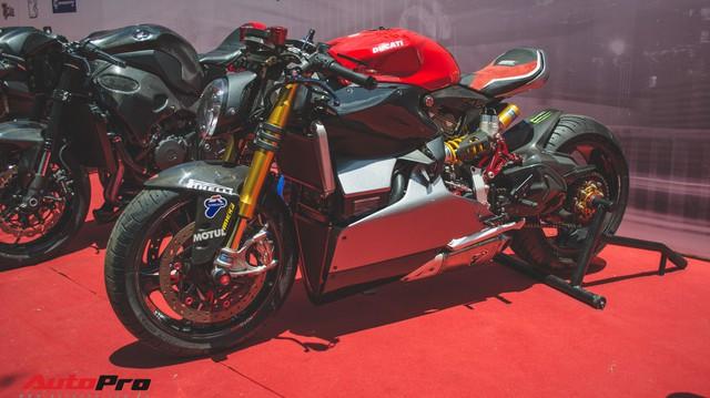 Tay chơi Việt biến Ducati Panigale 1199 S Tricolore hàng hiếm thành cafe racer kiểu hiện đại