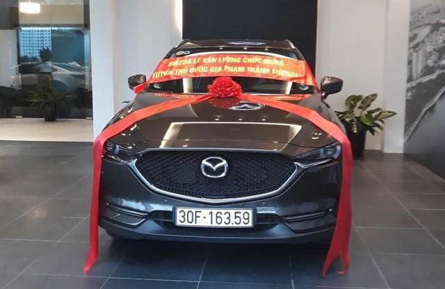 Sau khi mua Toyota Highlander, cựu tuyển thủ quốc gia Phạm Thành Lương tậu Mazda CX-5 mới - Ảnh 1.