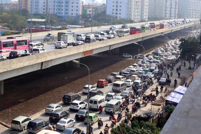 Cảnh báo những cung đường và giờ tắc nhất trong dịp nghỉ lễ 30/4 - 1/5 ở Hà Nội - Ảnh 1.