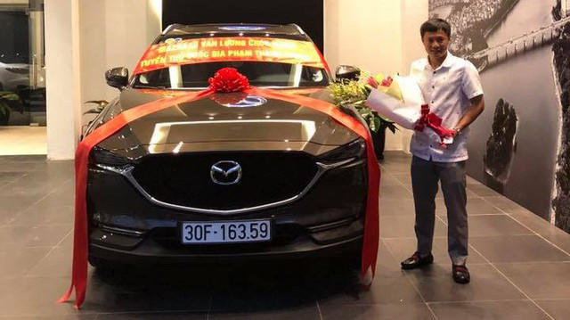 Sau khi mua Toyota Highlander, cựu tuyển thủ quốc gia Phạm Thành Lương tậu Mazda CX-5 mới