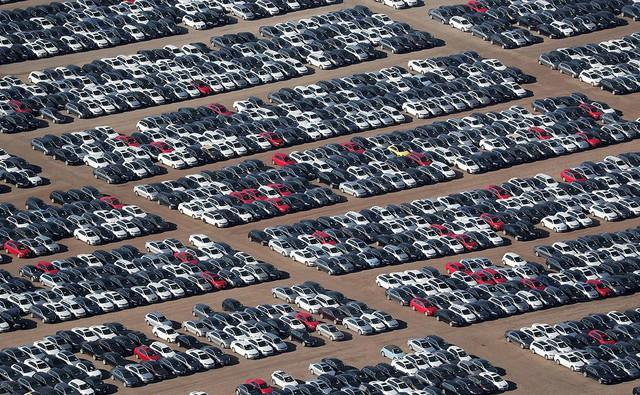 Cận cảnh nghĩa địa khổng lồ toàn xe lỗi của Volkswagen - Ảnh 1.