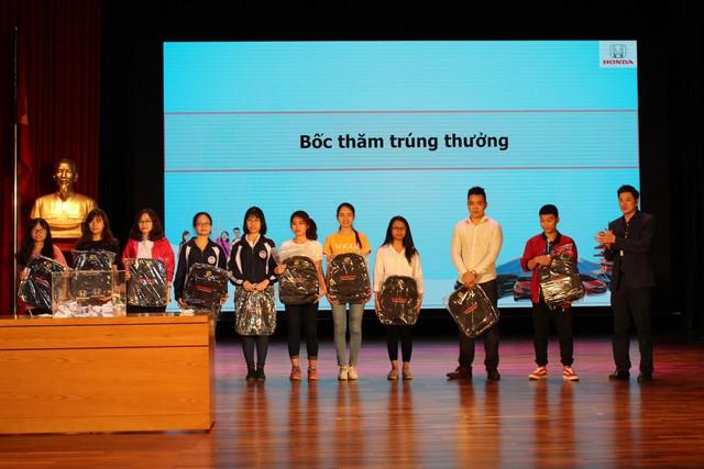 Hơn 100.000 sinh viên Việt nâng cao kỹ năng tham gia giao thông - Ảnh 1.