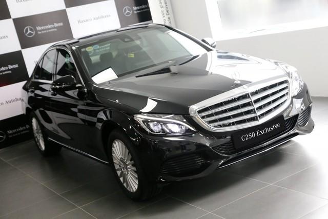 Cất Mazda CX-5, Hữu Công cầm lái Mercedes-Benz C250 Exclusive đi đón dâu - Ảnh 1.
