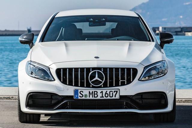 Đây là cách phân biệt Mercedes-AMG C63 2018 vs 2019 - Ảnh 2.