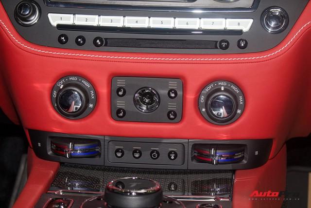 Bên trong Rolls-Royce Wraith Black Badge thứ 2 tại Việt Nam có gì? - Ảnh 21.